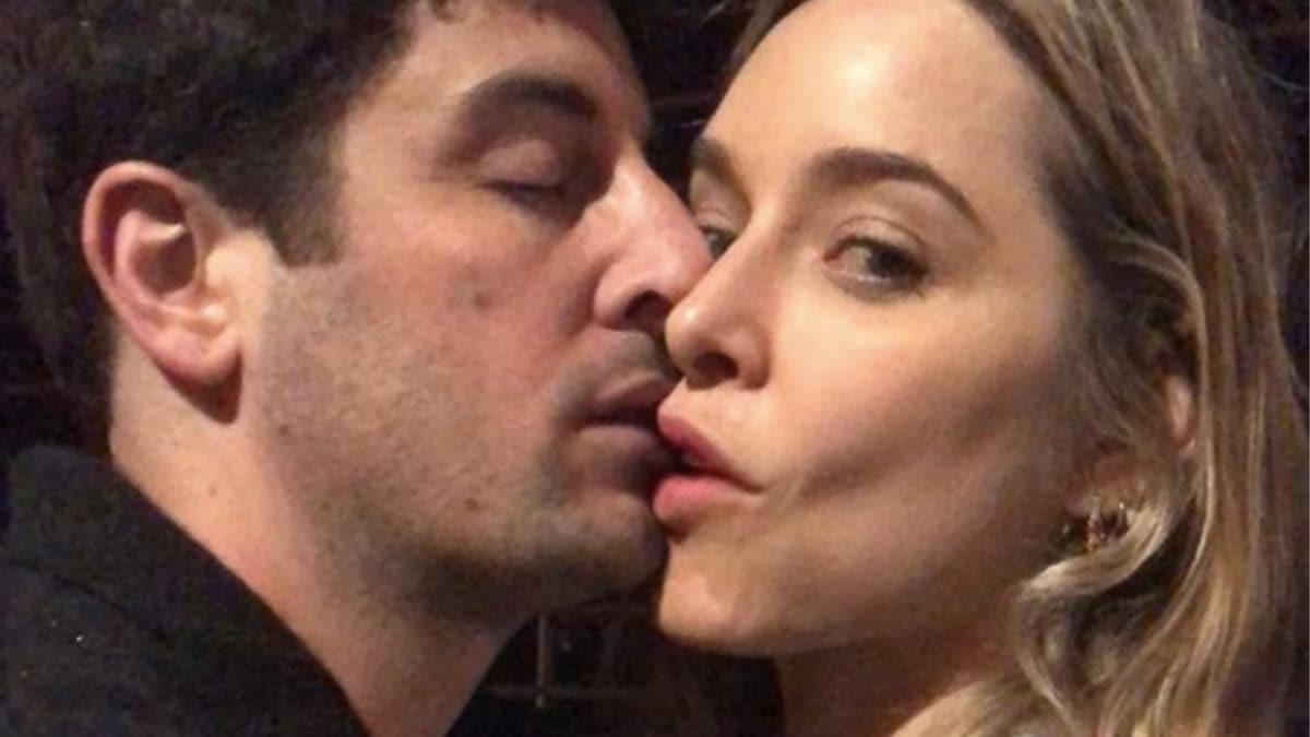 Jason Biggs and Jenny Mollen on The Bachelorette: Couple hosts best possible date ever